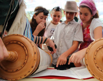 children-reading-torah-360x285